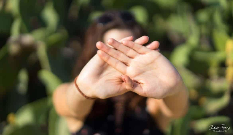 Dire non mains de femmes