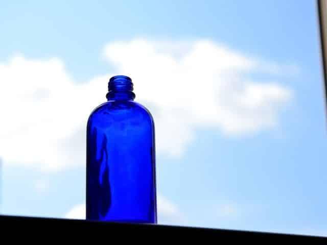 Les pouvoirs magiques de l'eau solaire bleue